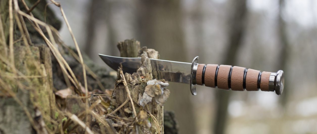 The Best Knives for Hiking & How To Choose Them